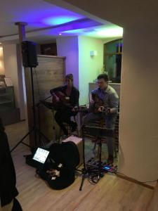 Live Musik mit Pluspunkt im Crater - Café & Bar(1)